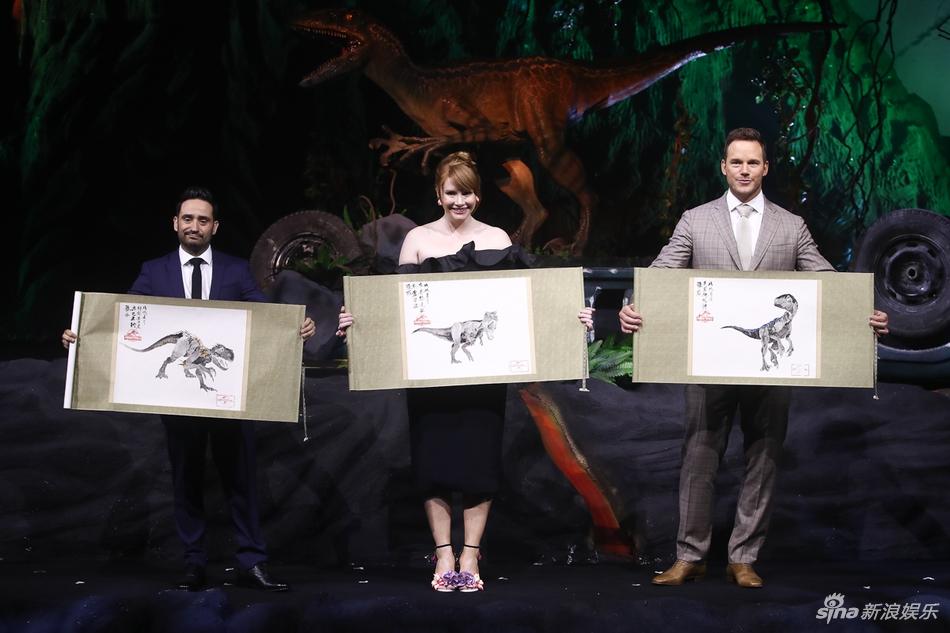 《侏罗纪世界2》上海首映 帕拉特花式秀中文