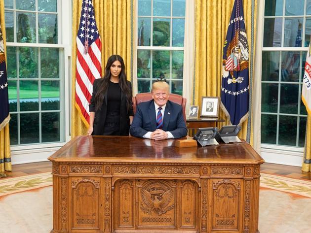 卡戴珊为女犯请愿减刑 获总统特朗普接见并合影