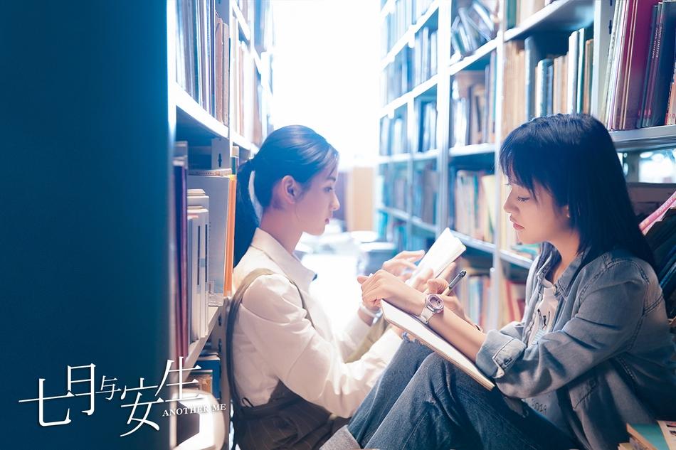 《七月与安生》首曝剧照 沈月陈都灵解锁闺蜜最佳拍照姿势