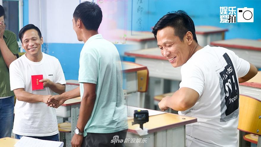 宋小宝回老家感恩老师忆过往 字迹工整学习优秀为生计辍学