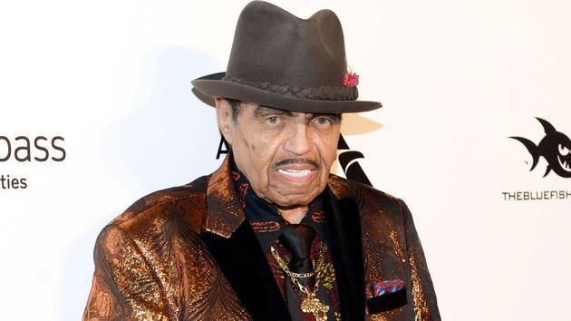 迈克尔杰克逊父亲因癌病逝 享年89岁