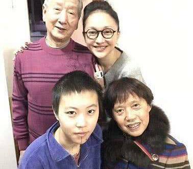 窦靖童带周迅见家人 王菲、李亚鹏、窦唯反应差不多