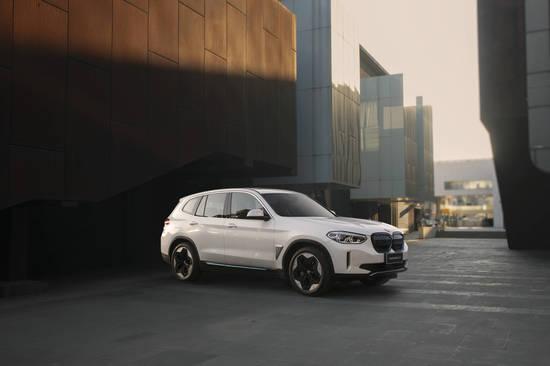 宝马发布创新纯电动BMW iX3 采用动力学轮毂