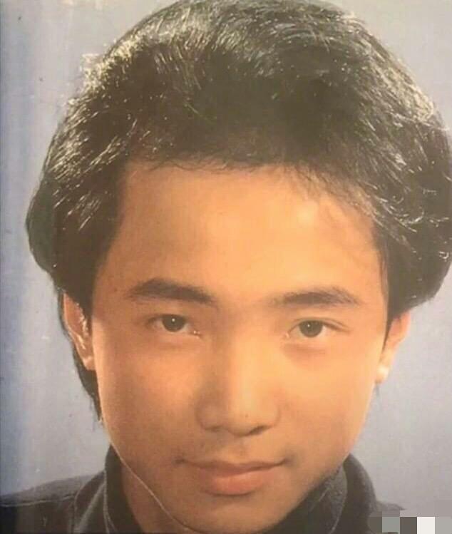 徐峥早年当发型模特旧照曝光 黑发蓬松刘海浓密