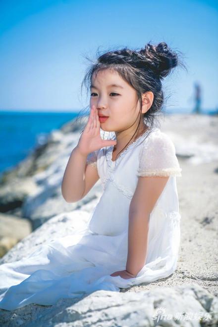 阿拉蕾灵动戛纳电影节穿白裙似小公主可爱现身87福利电影网v公主地球图片