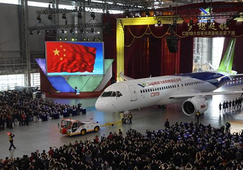 国产大飞机C919公开亮相